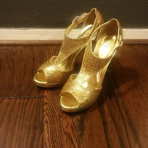 Shoes - Gold Glitter Shoe